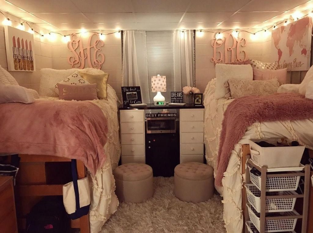 Awesome Dorm Room Decoration With Double Bed 22