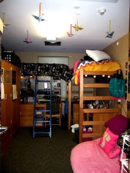 Awesome Dorm Room Decoration With Double Bed 28