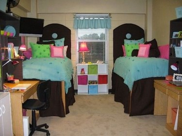 Awesome Dorm Room Decoration With Double Bed 33