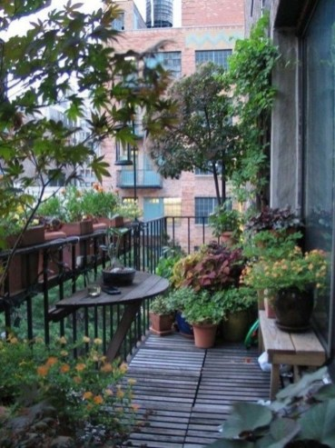 Cozy Garden Balcony Design And Inspiration 31