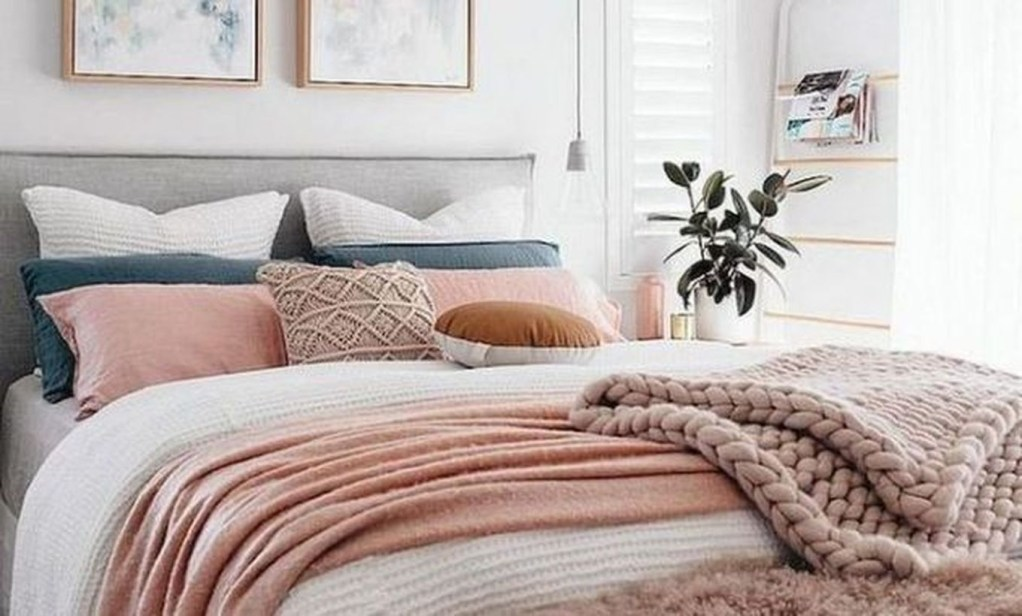 Easy Tips To Decorate Small Master Bedroom With Neutral Color 18
