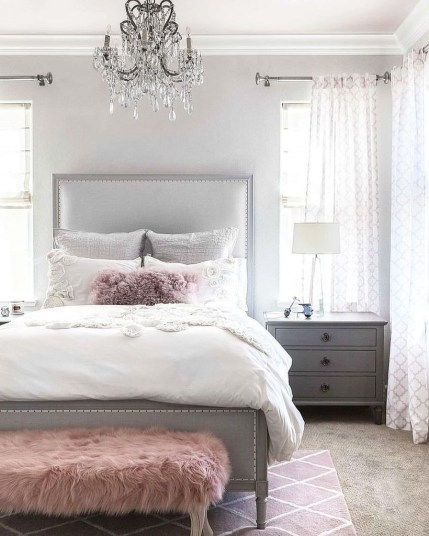 Easy Tips To Decorate Small Master Bedroom With Neutral Color 26