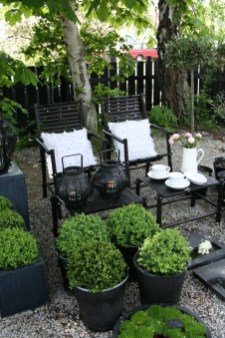 Fabulous Seating Area In The Garden 23