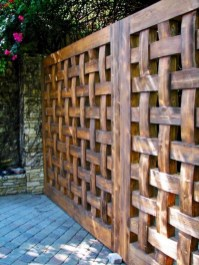 Fabulous Wooden Fences For Front Yard Remodel 02