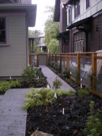 Fabulous Wooden Fences For Front Yard Remodel 21