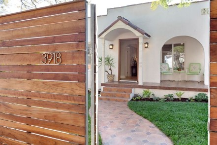 Fabulous Wooden Fences For Front Yard Remodel 23