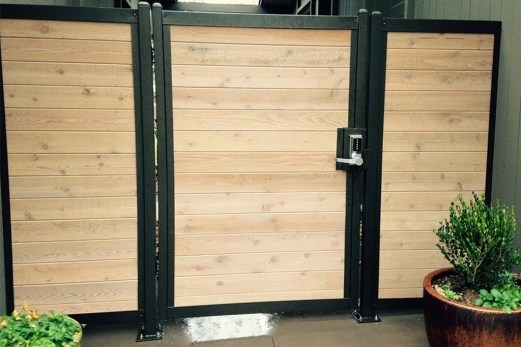 Fabulous Wooden Fences For Front Yard Remodel 25