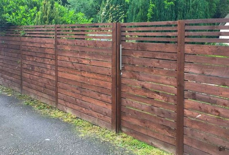Fabulous Wooden Fences For Front Yard Remodel 29