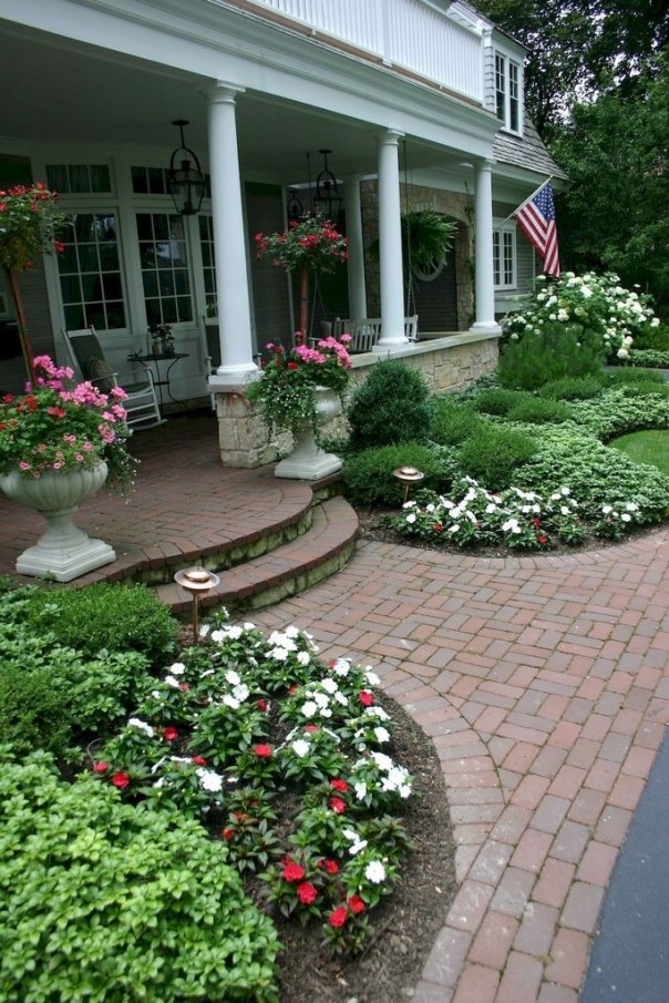Fantastic Flower Landscape Design Ideas For Front Yard 26