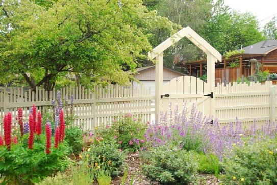 Gorgeous Garden Fences To Beautify Your Backyard 36