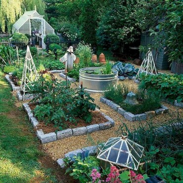 Inspiring Vegetable Garden Design For Your Backyard 16