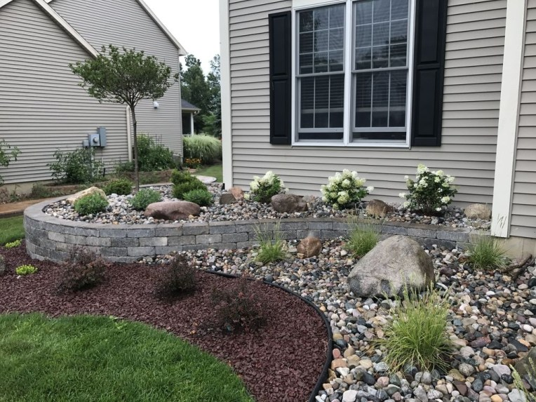 Perfect Bed Garden Design For Your Front Yard 09