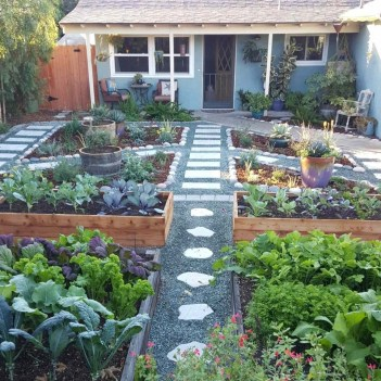 Perfect Bed Garden Design For Your Front Yard 37