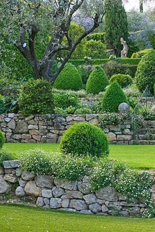 Perfect Bed Garden Design For Your Front Yard 41