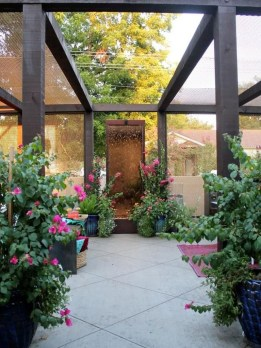 Small Courtyard Design With Some House Plants 25