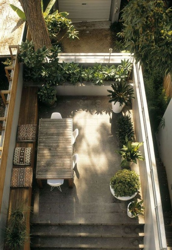 Small Courtyard Design With Some House Plants 39