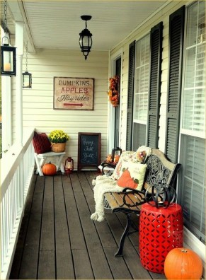 Stunning Fall Front Porch Decoration To Inspire Yourself 14