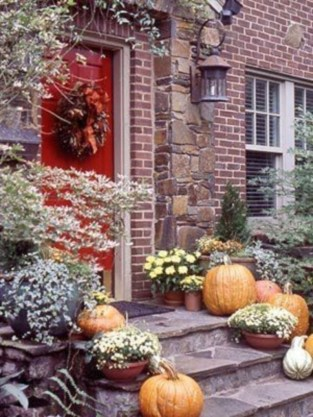 Stunning Fall Front Porch Decoration To Inspire Yourself 16