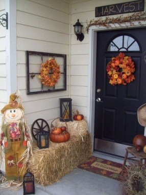 Stunning Fall Front Porch Decoration To Inspire Yourself 37