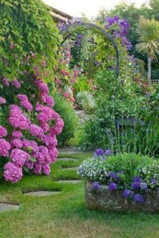 Beautiful Flower Garden Idea You Can Try 11