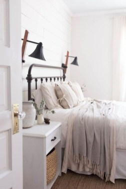 Best Farmhouse Bedroom Decoration You Can Do 18