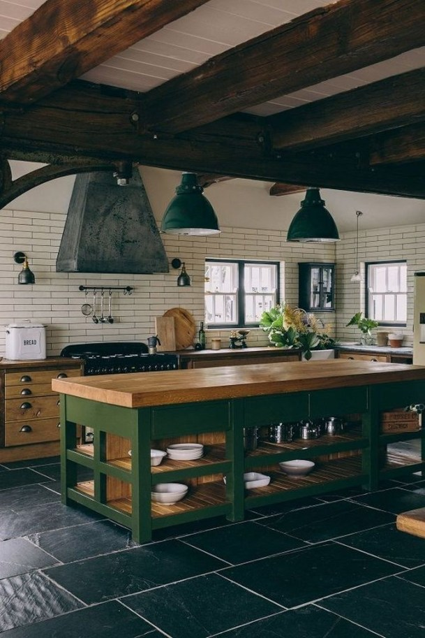 Farmhouse Kitchen Decorating Ideas With Wooden Cabinet 08