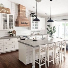 Farmhouse Kitchen Decorating Ideas With Wooden Cabinet 10