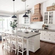 Farmhouse Kitchen Decorating Ideas With Wooden Cabinet 32