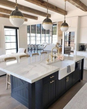 Farmhouse Kitchen Decorating Ideas With Wooden Cabinet 34