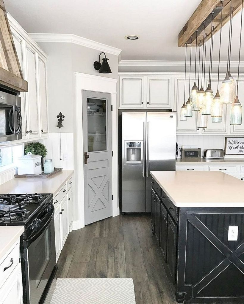 Farmhouse Kitchen Decorating Ideas With Wooden Cabinet 37