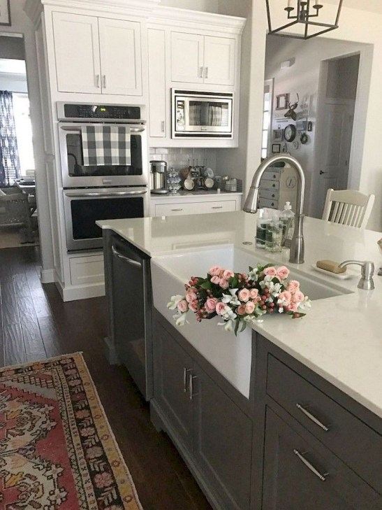 Farmhouse Kitchen Decorating Ideas With Wooden Cabinet 40