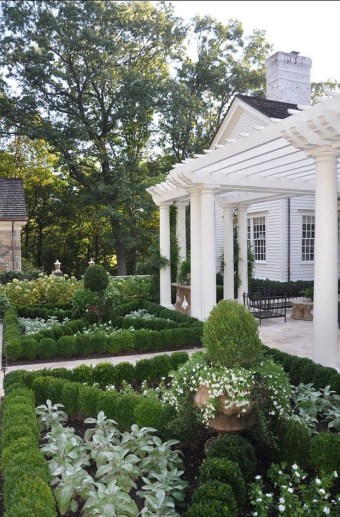 Lovely Fall Garden Idea With Perfect Ornaments 12