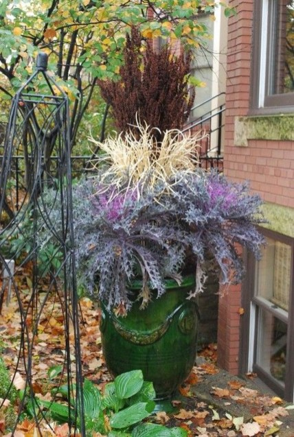 Lovely Fall Garden Idea With Perfect Ornaments 25