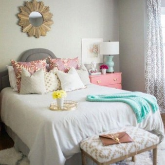 Lovely Small Bedroom Decor With Pink Nuance 15
