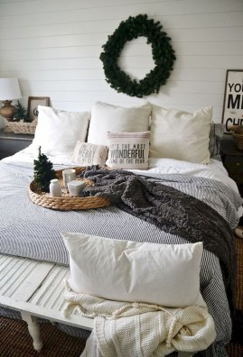 Nice Fall Bedroom Decoration For Farmhouse Style 08