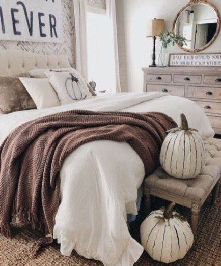 Nice Fall Bedroom Decoration For Farmhouse Style 22