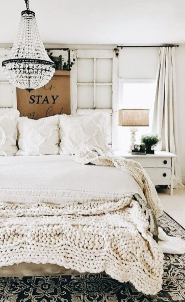 Nice Fall Bedroom Decoration For Farmhouse Style 26