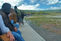 Crowds gather in a huge circle with Old Faithful at the center.