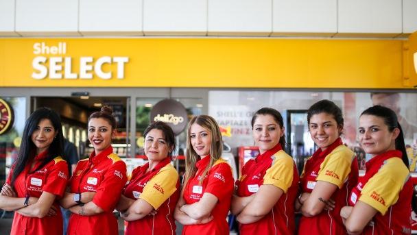 Karşıyaka İstasyonu'nda 7 kadın!