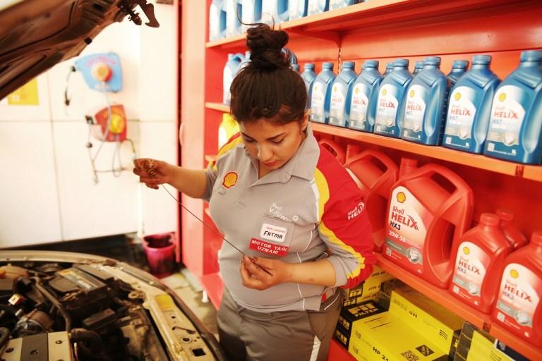 Shell Türkiye'nin ilk kadın motor yağı uzmanı