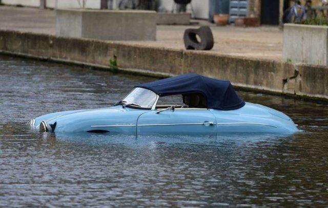 Porsche 356 Replica in the Water Top Up