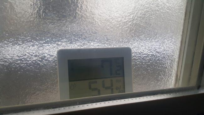 内窓を閉めた外の温度