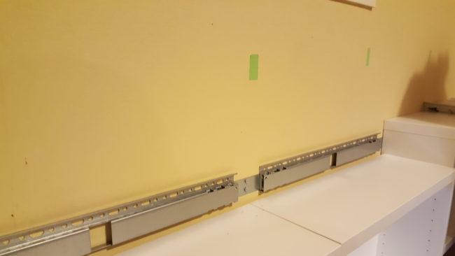IKEA BESTA 吊り下げ金具 壁に取り付け
