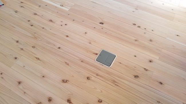 床下コンセントは便利?