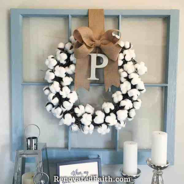 Burlap Bow Tutorial – The easy way to make burlap bows for wreaths and home décor. #burlapbowtutorial #diybow #burlapbow #renovatedfaith.com
