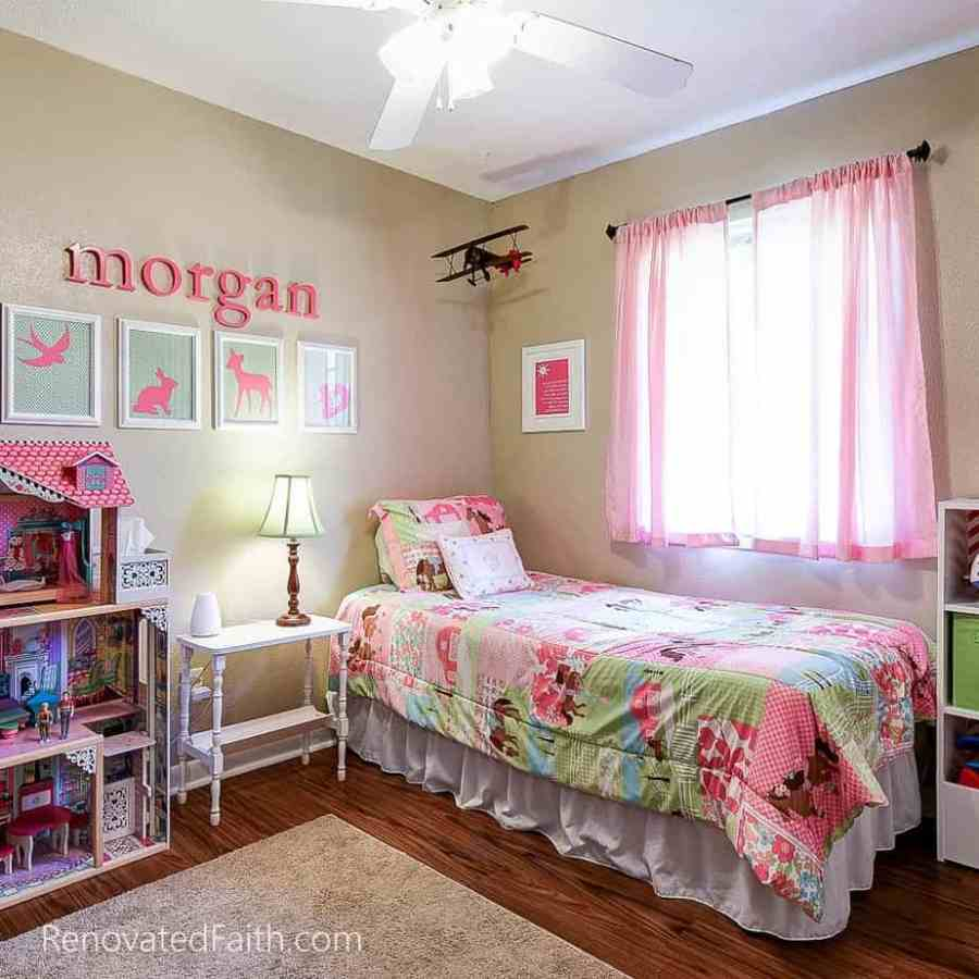 Little Girl's Bedroom Tips for Selling Your House Fast - Do you want to maximize the return on your investment when updating your home to sell? Do you wish you could shorten the amount of time your home is on the market? Sure you do. I'm sharing my best tips for selling your house fast which helped our old house to get 24 showings and 12 offers within the first 24 hours. How To Get Your House Ready To Sell. Home Selling Tips 2018. #sellhouse
