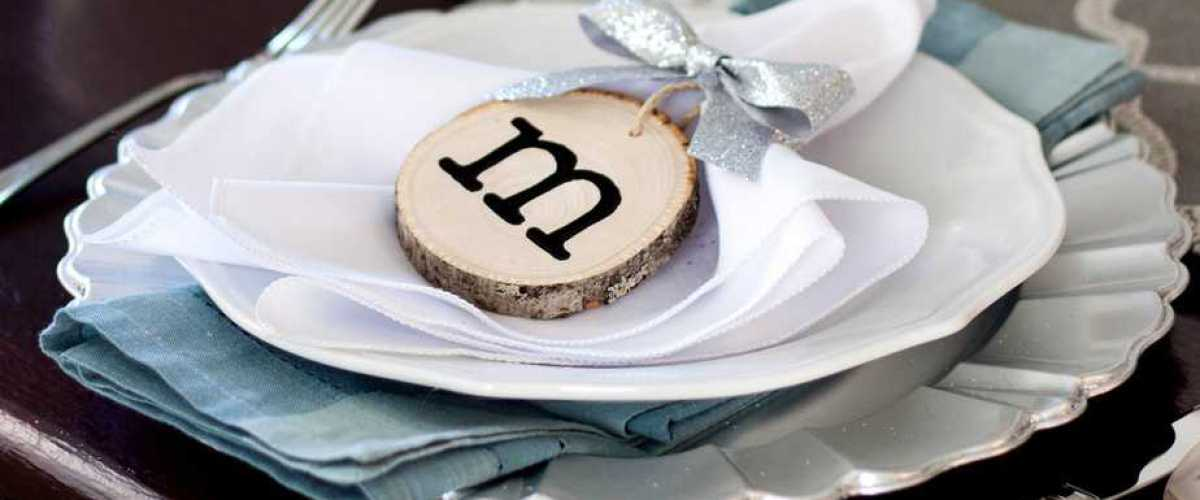 Wood Slice Place Cards (Personalized Wood Slice Ornaments for Guests)