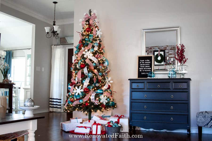 Decorate a Christmas Tree-Step by Step Tutorial – Step 2 made all the difference! Ideas on how to decorate and add ribbon to a Christmas tree on a budget. Decorate your tree like a pro in just a few easy steps. Works with mesh, garland, tulle and ribbon, even burlap for a beautiful tree through the holidays! #christmastree #christmasdecor