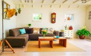 Coup de coeur immobilier assuré avec des poutres apparentes mises en valeur