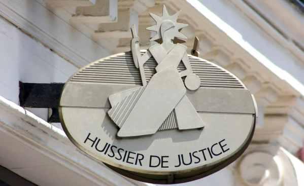 En cas d'abandon de chantier confirmé, fais appel à un huissier de justice